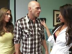 Pornstars Juelz Ventura and Kortney Kane share cock and cum kisses tube porn video