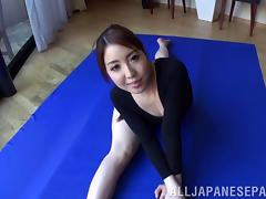 Gymnast does splits and bangs a pair of guys in a threesome tube porn video