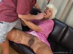 Horny granny gets her hairy pussy slammed in spicy mature action tube porn video