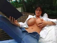 Voluptuous mom rubs herself in shower outdoor and gives BJ tube porn video