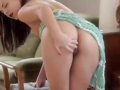J15 Gorgeous 21yo brunette fingering her pussy tube porn video