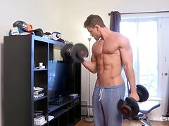 Maskurbate Brad Showing Off His Huge Muscles tube porn video