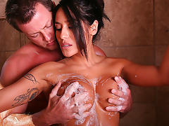 Jenaveve Jolie in Soapy Bounty Hunter Video tube porn video