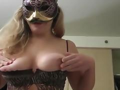 Chaude suceuse au gros seins tube porn video