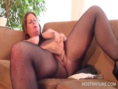 Chesty mature dildoing horny cunt tube porn video
