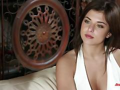 Slut loves rubbing her clit with a big dick fucking her tube porn video