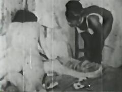 ebony maid help two lesbos - circa 30s tube porn video