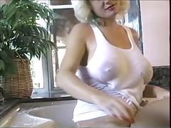 Suzie Boobies Bath Time tube porn video