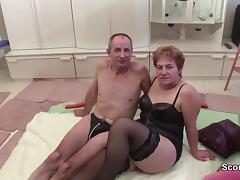 Oma und Opa beim Porno Casting um Rente aufzubessern tube porn video