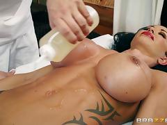 Oiled Jewels Jade enjoys every second of the double stuffing tube porn video