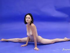 Amazingly fit Galina Markova stretches her cunt by spreading her legs tube porn video