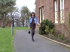 Mooie crossdresser heerlijke gerokte billen loopt buiten tube porn video