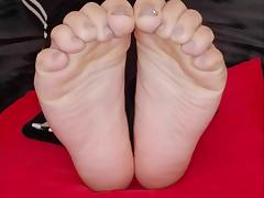Stephanie moves her sexy (size 38) feet tube porn video