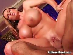 Big boobed brunette MILF gets wet cunt tube porn video