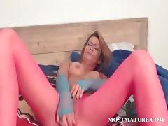 Sexy mature masturbates her lusty cunt tube porn video