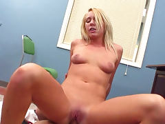 All natural Secretary Brynn Tyler sucking cock tube porn video