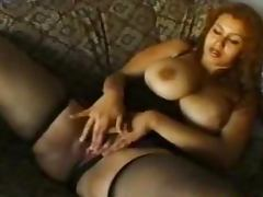 Curvy Turkish girl enjoys playing with her pussy in homemade clip tube porn video