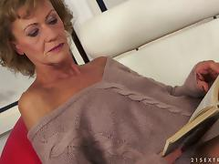 Skinny granny pleases a beautiful blonde with cunnilingus tube porn video