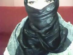 Bored arab hotty in hijab plays on her computer tube porn video