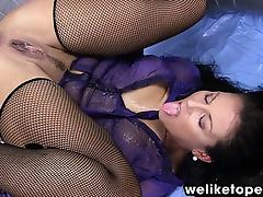 Filling her wine glass with warm piss tube porn video