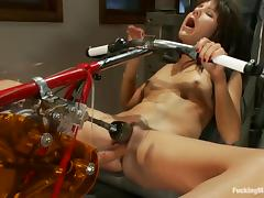 Passionate Billi Ann gets drilled by a machine in a gym tube porn video