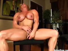 Female bodybuilder Wanda expose her big clit tube porn video