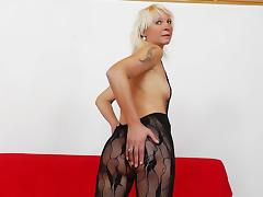 Mature kermis Bernadeta masturbates nearby her nylons tube porn video