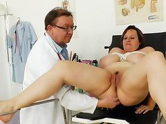 Full-grown BBW pamper Olena doing a analeptic exam tube porn video