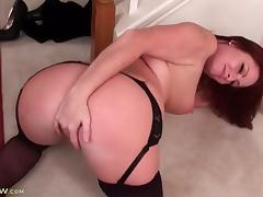 Sexy milf Brandi Jones masturbates in stockings tube porn video
