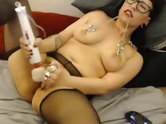 Nose ring and nipple clamped girl in leggings vibes pussy tube porn video