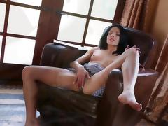 Brunette Evelyn Fierce touches her snatch tube porn video