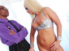 Sean Michaels fucks with blonde Roxy Raye tube porn video