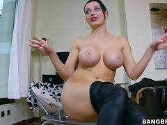 she has the perfect shapes & lips for sucking cock tube porn video