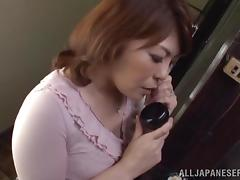 Curvy Japanese milf gets her cunt fingered while talking on the phone tube porn video