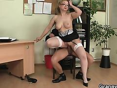 Office bitch swallows his big rod tube porn video