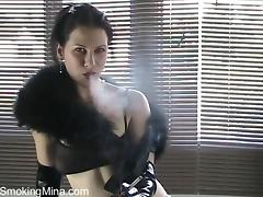 Fetish Solo Model in Elbow High Latex Gloves Smokes tube porn video